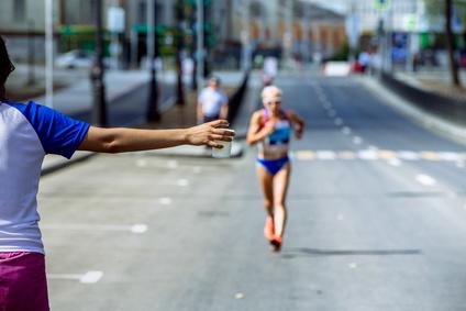 マラソンランナー給水タイム