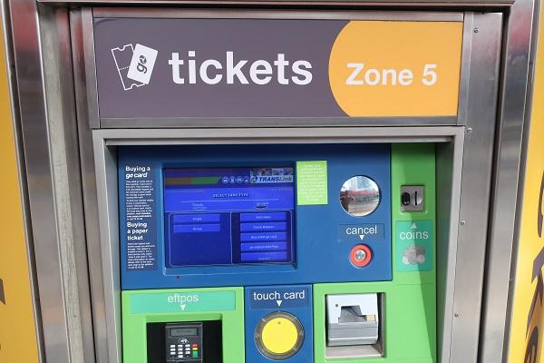 乗車券の自動販売機