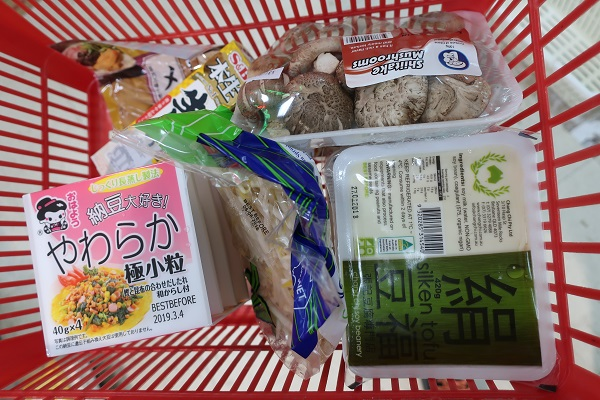 フジマートで買ったもの(豆腐、納豆、にんに・生姜・梅チューブ、もやし、椎茸、味付けメンマなど